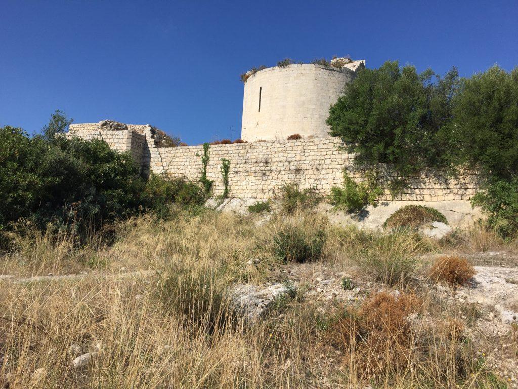 Reste der Befestigungsanlage in Noto Antica